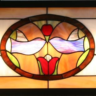 """Tableau lumineux """"Les Oiseaux"""" constitué de verres opalescents montés en vitrail Tiffany, verres multicolores. Rétro-éclairage tubes fluo"""