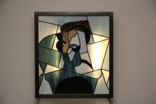 """Tableau lumineux en vitrail Tiffany """"Le Visage"""". Verres opalescents bleu gris clair et foncé, et noir"""