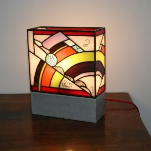 """Exclusif et original : Lampe """"Anniversaire"""" Elena. Exercice de style autour du thème astrologique (ici le Scorpion). Signe astrologique (traditionnel, chinois et maya)."""