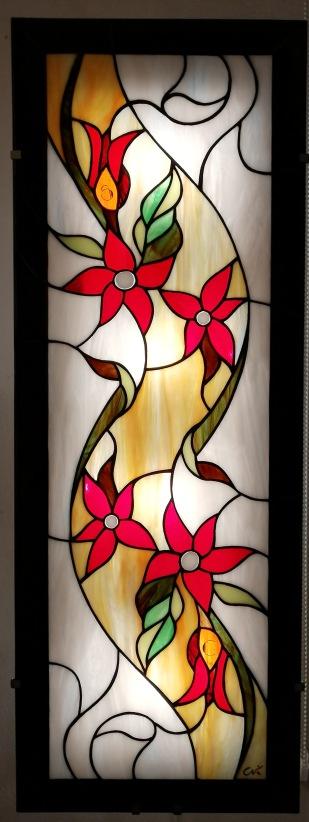 Applique murale en vitrail Tiffany de style Art Nouveau (hauteur 96 cm, largeur 35 cm, épaisseur hors tout mur-panneau : 7,5 cm)